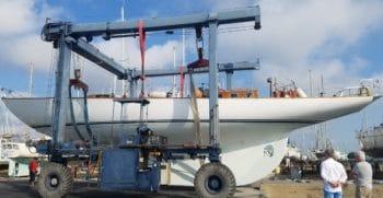 Port à sec Port Navy Service -Mise à l'eau sloop classique